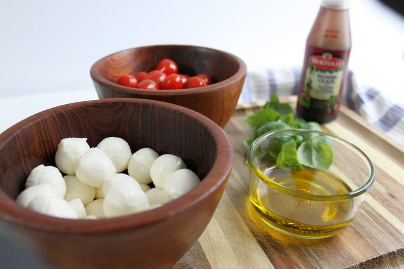 Easy Caprese Appetizer ingredients