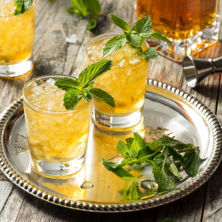 mint julep cocktails on serving tray